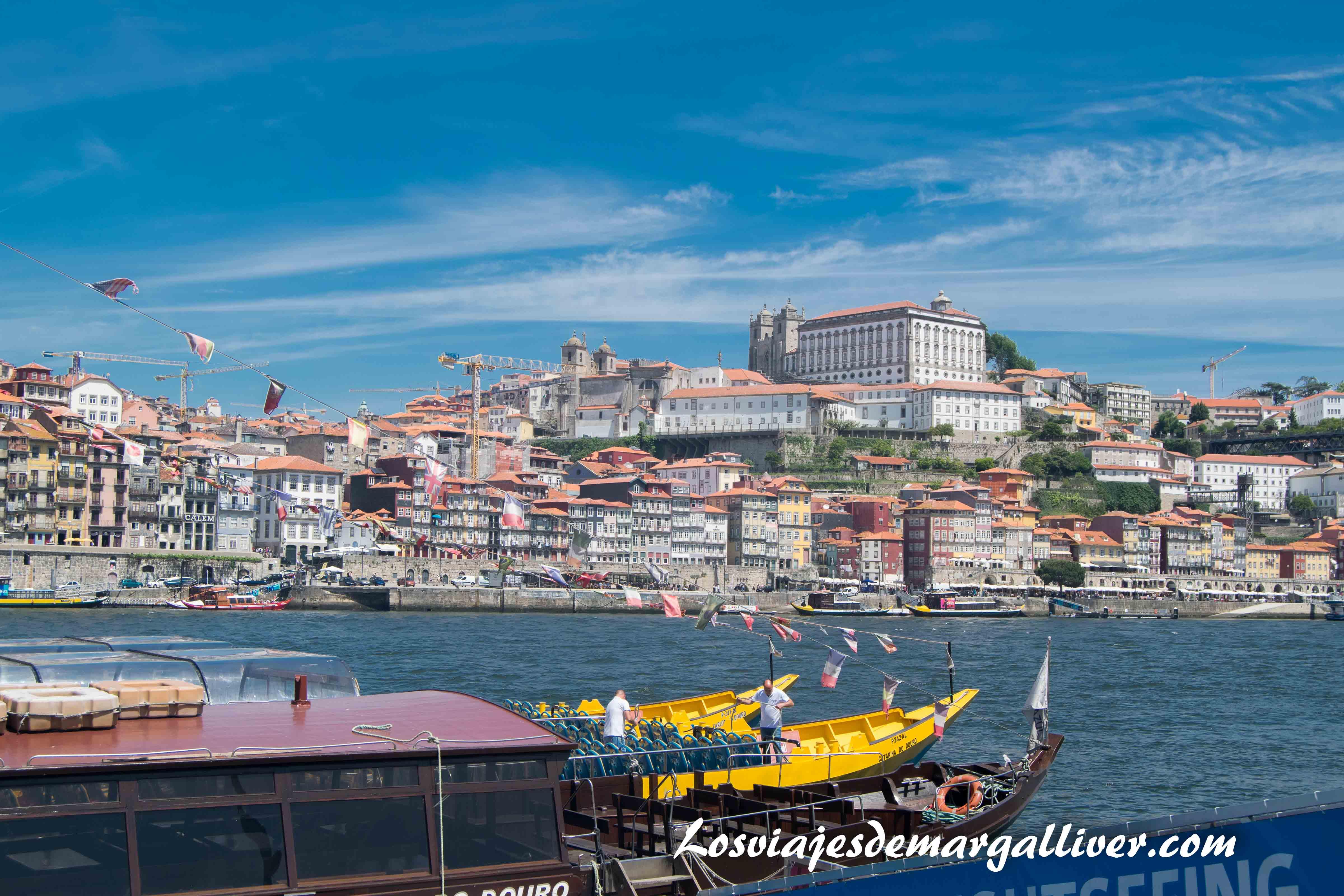 Apunto de subirnos a nuestro barco para realizar el paseo fluvial por el Río Duero en Oporto que ver en Oporto